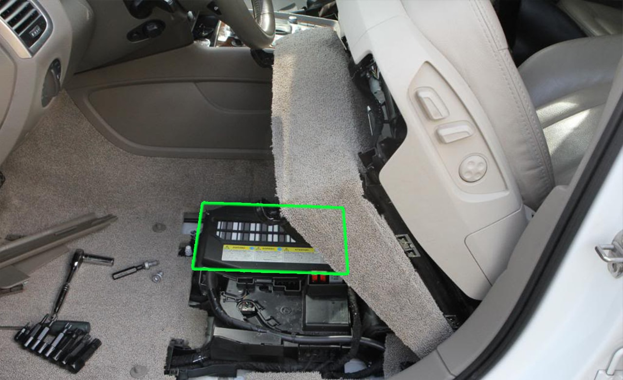 audi q7 car battery location